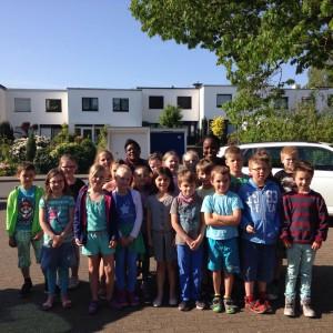 Ein letztes Foto mit den Gästen und den Kindern der 2a, danach ging es zum Flughafen Hannover.