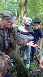 Herr Edler, der Experte, weiß alles über den Wald.