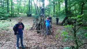Im Wald braucht man eine Hütte!