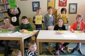 Sie stellen sich dem Lesewettbewerb der 2. Klassen. Die besten Leser waren Michael/2c, Lotta/2a und Theo/2b.